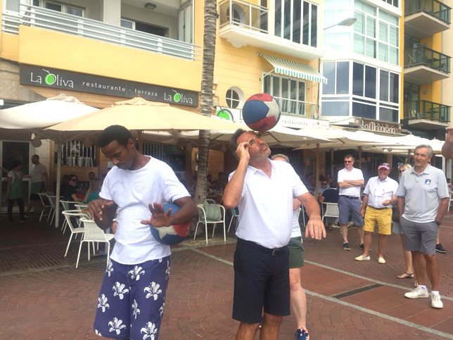 Fam Trip to Gran Canary. Peter doing a street show